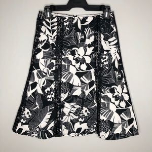 RW&Co. Black and White Floral A-Line Skirt Size 2